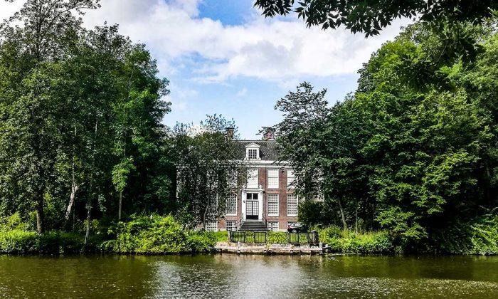 Loosdrechts Plassengebied. Buitenplaatsen aan de Vecht. Buitenplaats Over Holland Nieuwersluis.